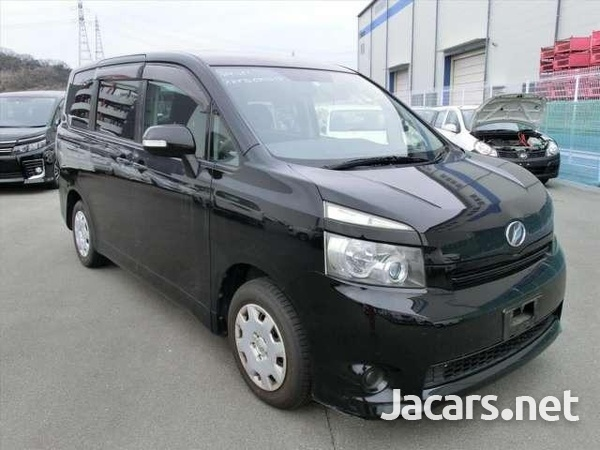 Toyota Voxy 2,0L 2010-2