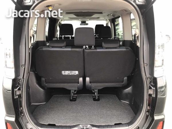 Toyota Voxy 2,0L 2017-5