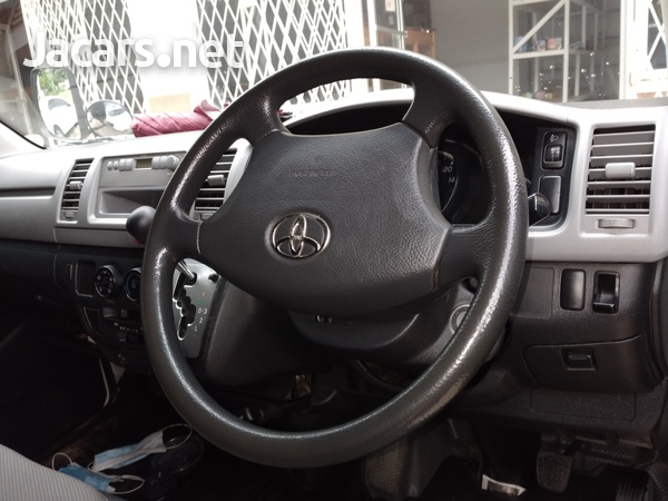 2012 Toyota HIACE contact- 876 817-2035 or 876 494-4436-3