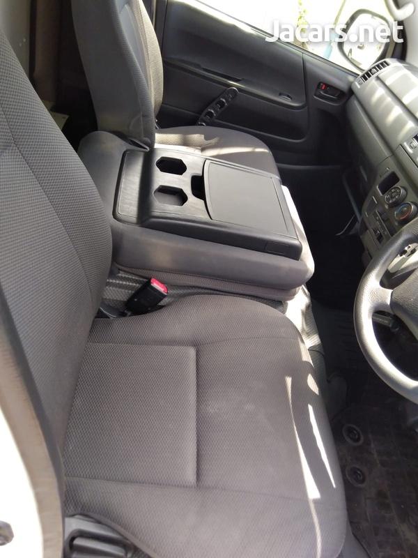 Toyota Hiace 3,0L 2013-8