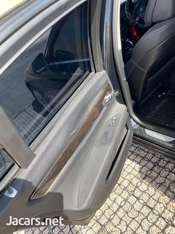 BMW 7-Series 3,0L 2012-8