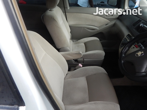 Toyota Isis 1,5L 2006-5