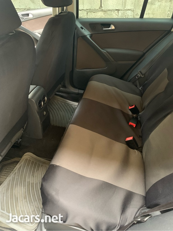 Volkswagen Tiguan 2,0L 2012-6