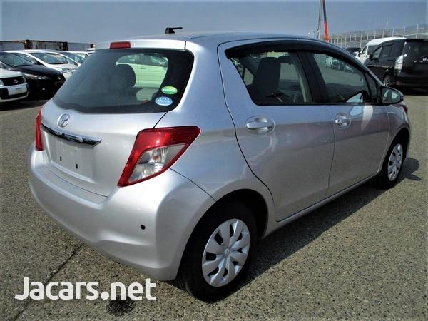 Toyota Vitz 1,5L 2014-3