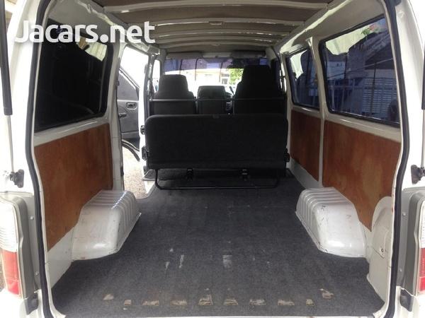 Nissan Caravan-4