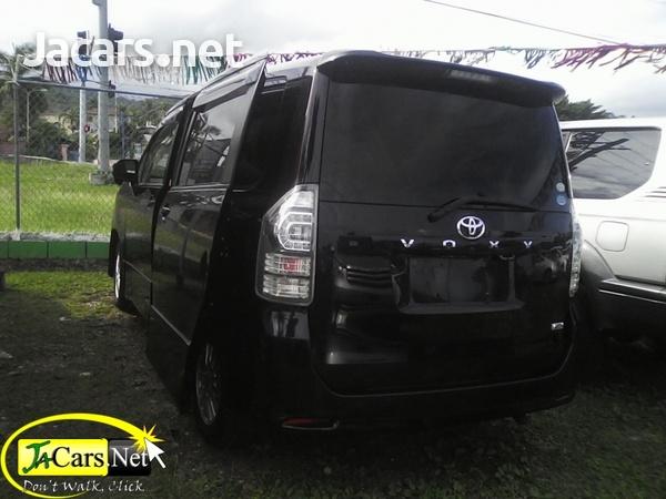 Toyota Voxy 1,9L 2010-2