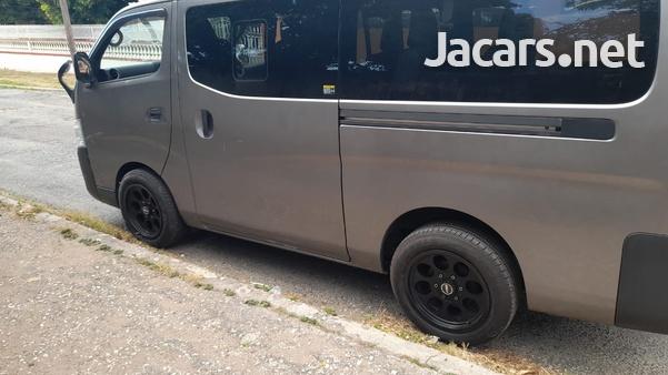 Nissan Caravan 2,5L 2015-3