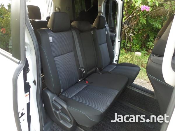 Toyota Voxy 2,0L 2014-3