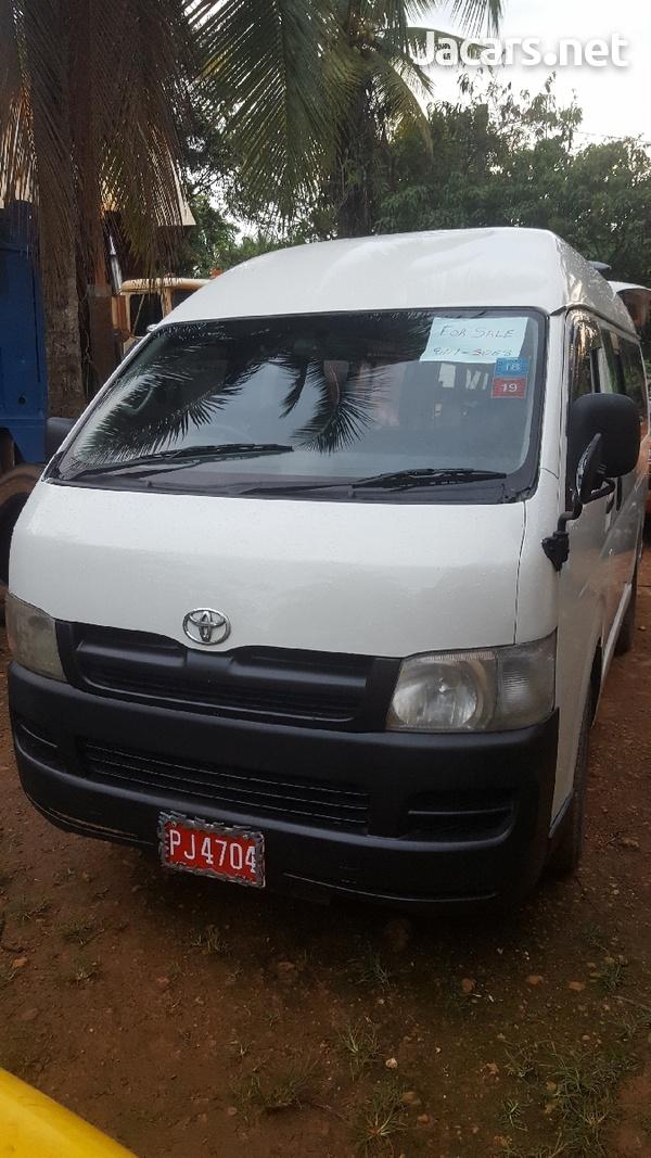 2007 Toyota Hiace Bus-1