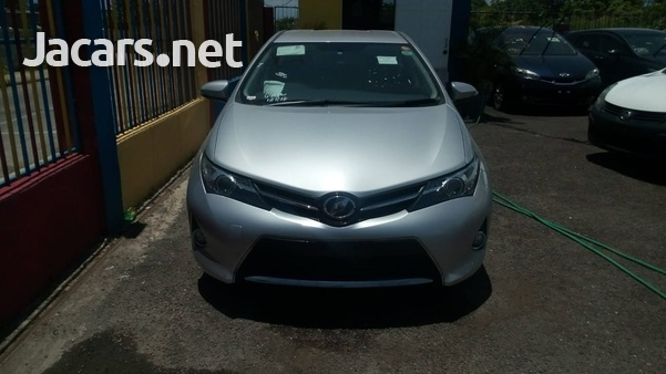 Toyota AURIS 1,5L 2013-1