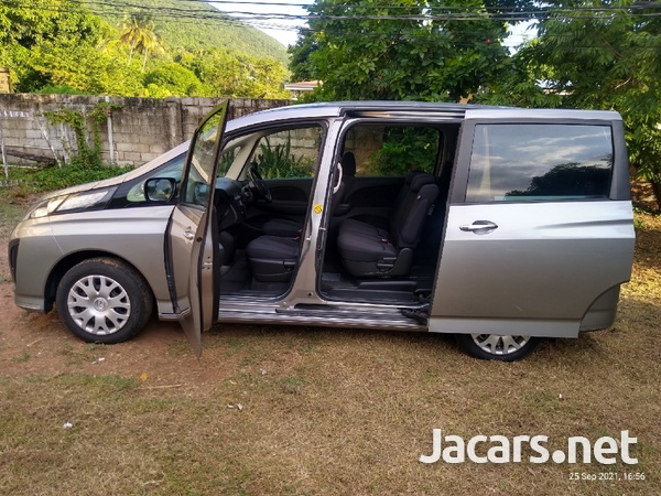 Mazda Biante 2,0L 2013-5
