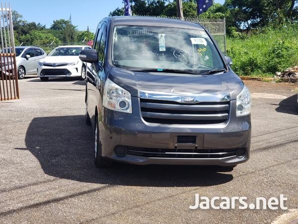 Toyota Noah 2,0L 2010-1