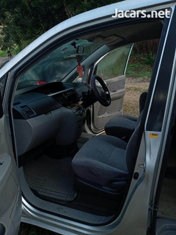 Toyota Voxy 2,0L 2006-8