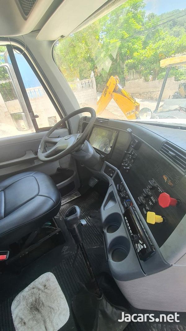 2004 Freightliner Truck-5