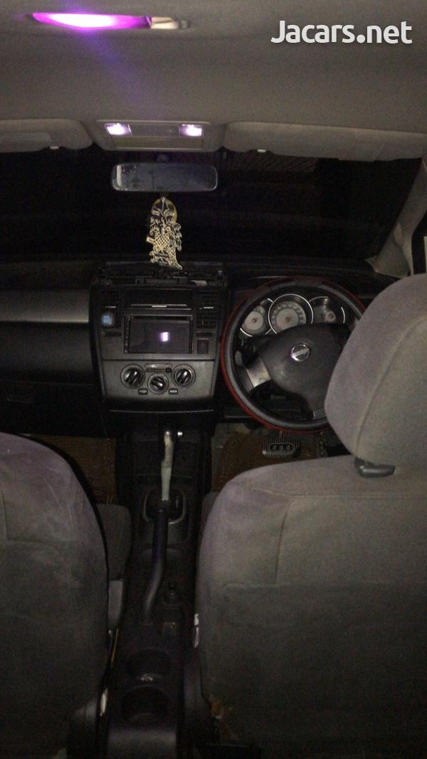 Nissan Tiida 1,8L 2008-4