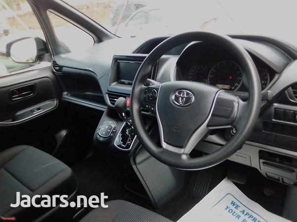 Toyota Noah 2,0L 2015-8