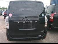 Toyota Voxy 2.0L 2010