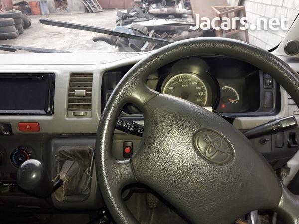 Toyota Hiace Bus 2006-1