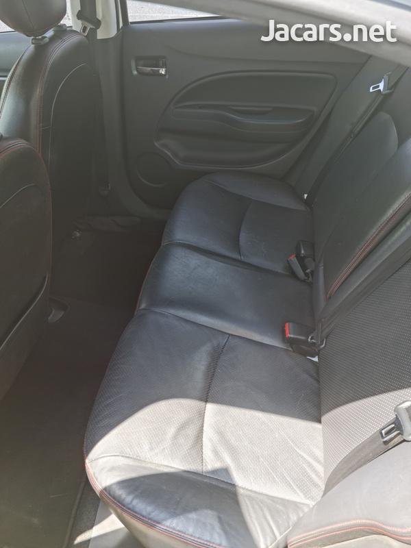 Mitsubishi Attrage 1,2L 2017-9