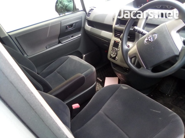 Toyota Noah 1,8L 2010-6