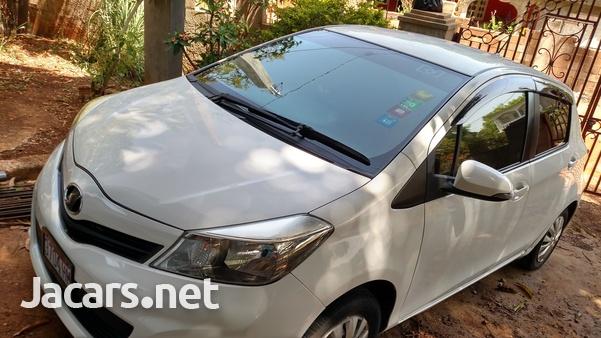 Toyota Vitz 1,0L 2012-6