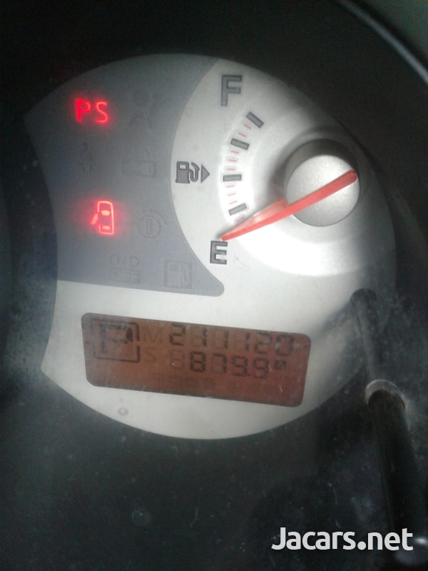 Nissan Tiida 1,6L 2008-4