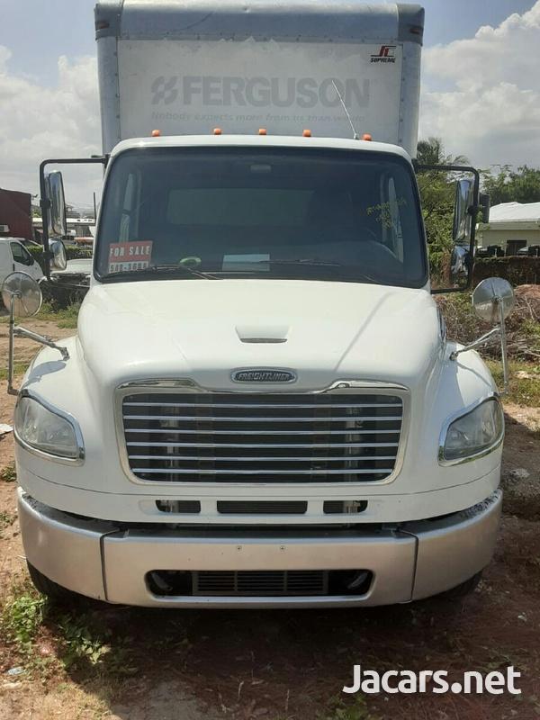 2014 Freightliner 12 tonne box Truck-1