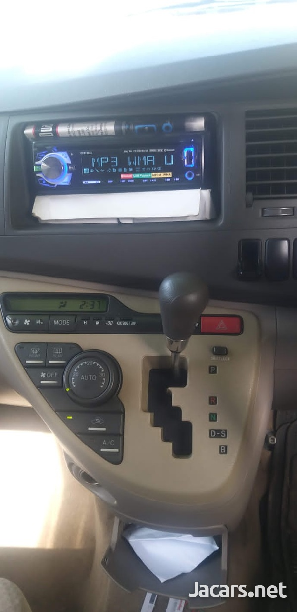 Toyota Isis 1,8L 2006-5