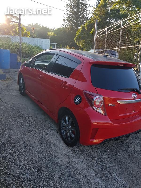 Toyota Vitz 1,5L 2012-7
