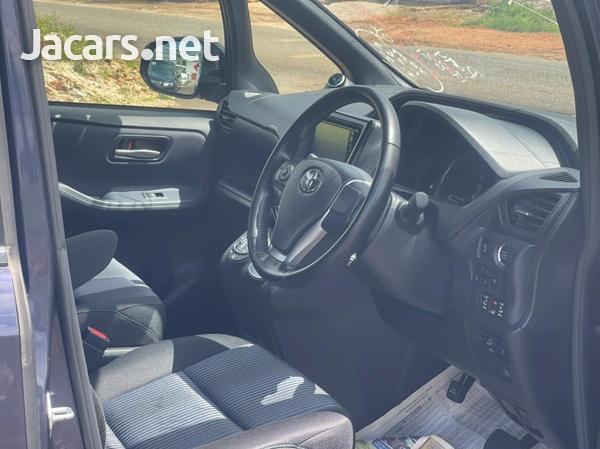 Toyota Noah 2,0L 2017-9
