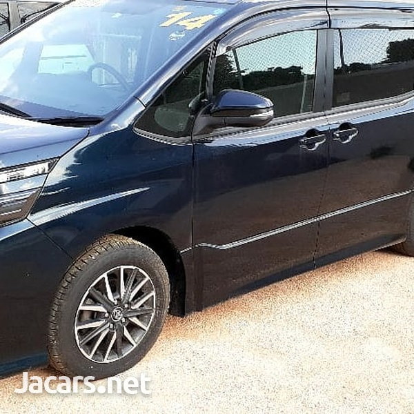 Toyota Noah 2014-3