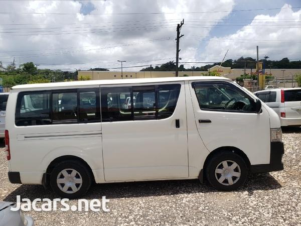 Toyota Hiace 2012-4