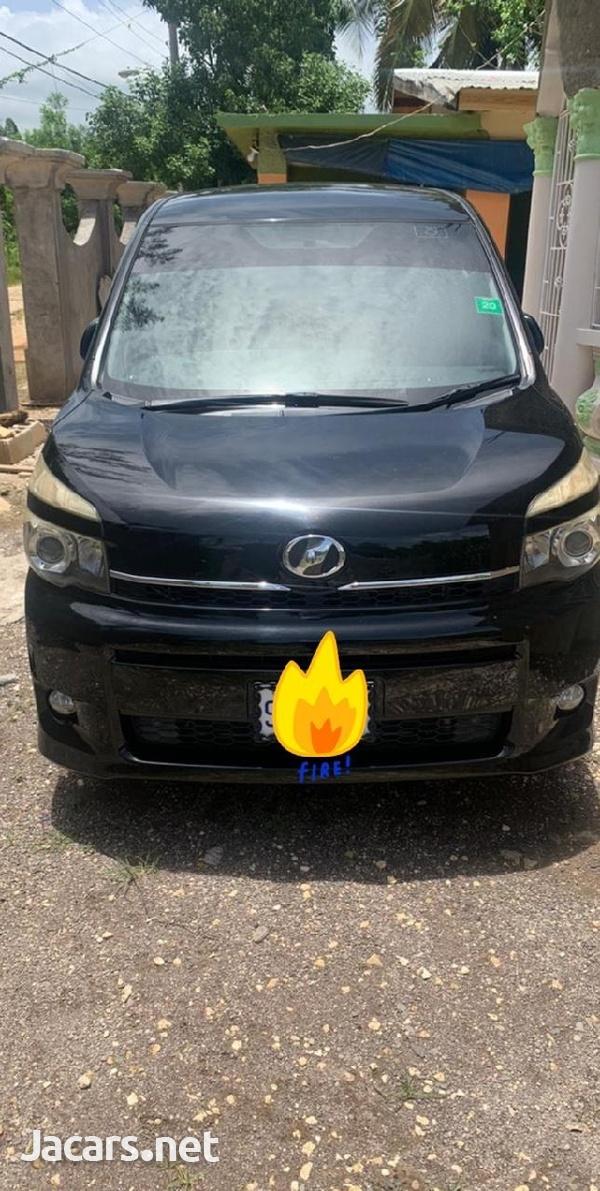 Toyota Voxy 1,8L 2010-6