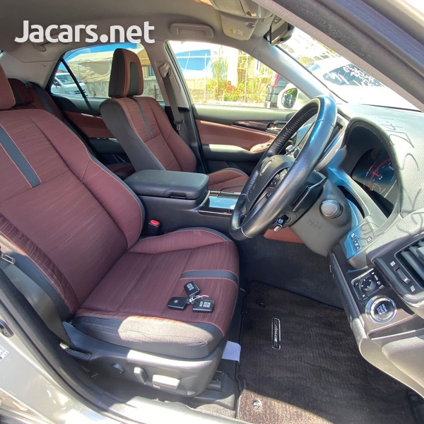 Toyota Crown 3,5L 2013-8