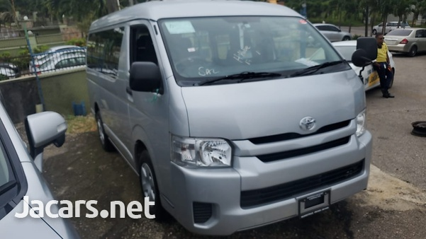 2015 Toyota Hiace Bus-7