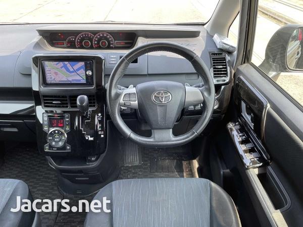 Toyota Noah 2,0L 2013-9