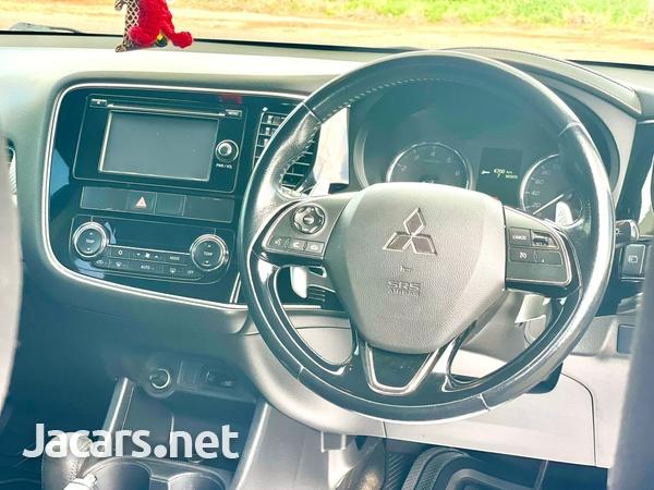 Mitsubishi Outlander or Airtrek 2,0L 2016-5