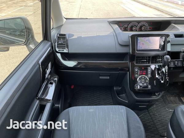 Toyota Noah 2,0L 2013-7