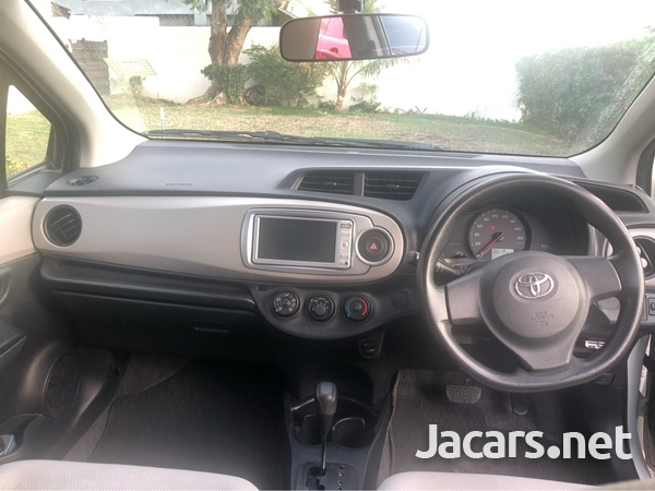 Toyota Vitz 1,5L 2011-7