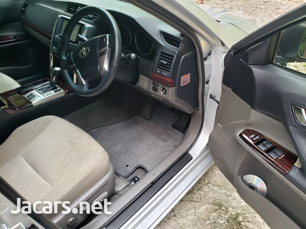 Toyota Mark X 2,5L 2012-7