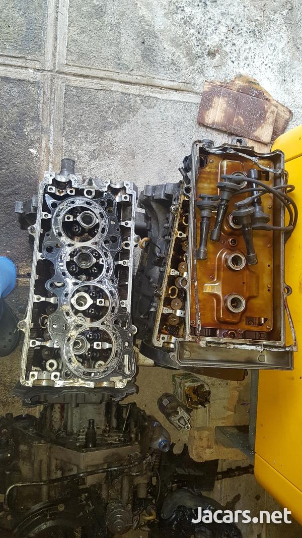 B 18 Honda engine an a B 20 Honda engine and transmission-1