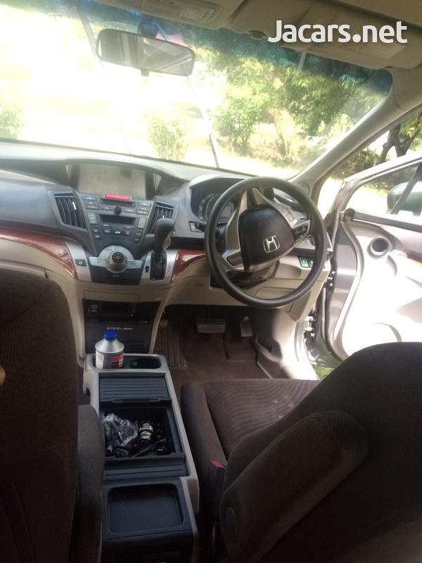 Honda Odyssey 1,8L 2010-5