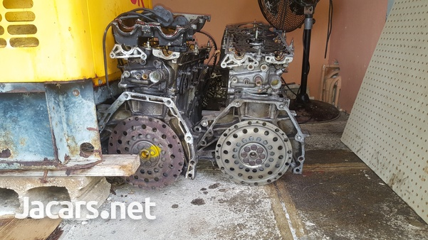 B 18 Honda engine an a B 20 Honda engine and transmission-3