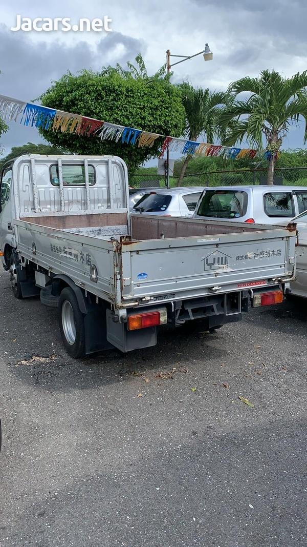 2011 Hino Truck-3