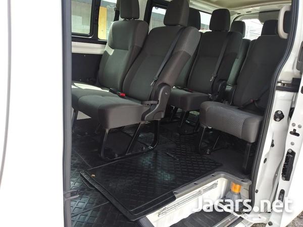 Nissan Caravan 2,3L 2015-8