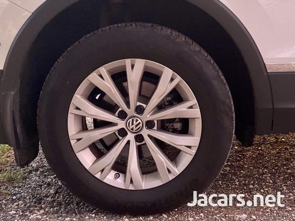 Volkswagen Tiguan 2,0L 2020-3
