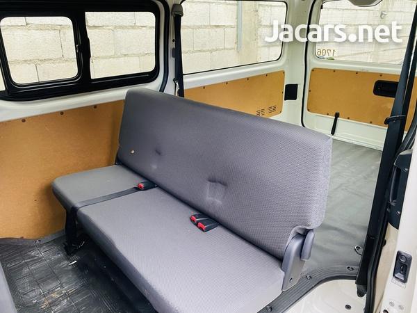 Toyota Hiace Bus 2016-4