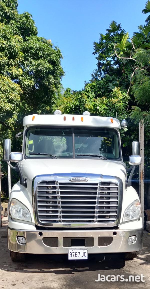 2012 Freightliner Cascadia Truck-3