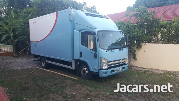 2013 Isuzu freezer truck-1