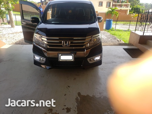 Honda Stepwgn Spada 2,0L 2013-1